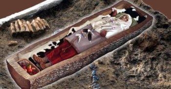 Trupul unei femei celte din Epoca Fierului, descoperit într-un trunchi de copac