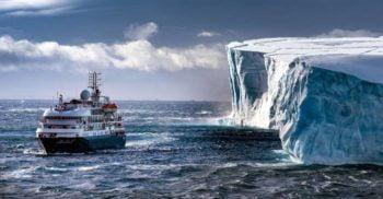 Un om de afaceri din Emirate vrea să remorcheze un aisberg din Antarctica și să-l ducă în Golful Persic