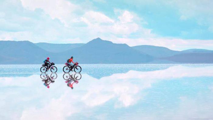 Salar de Uyuni: Cea mai mare oglindă de pe Pământ
