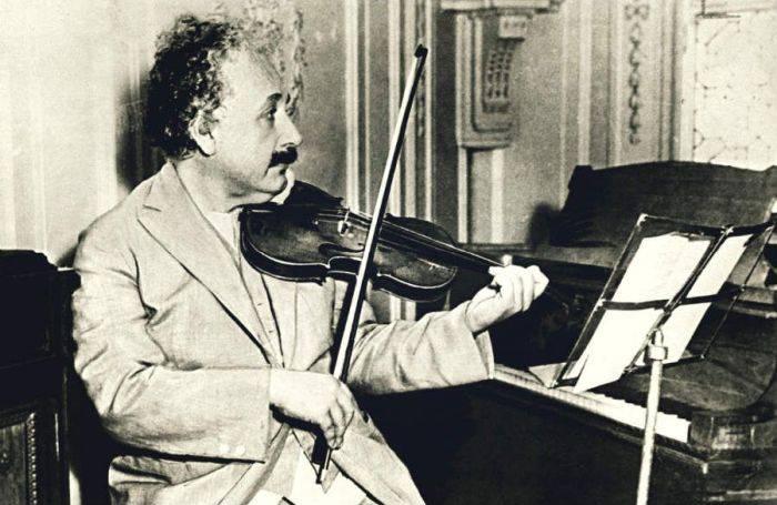 Einstein si vioara sa