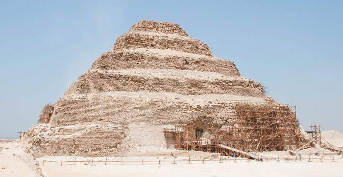 piramida în trepte din saqqara