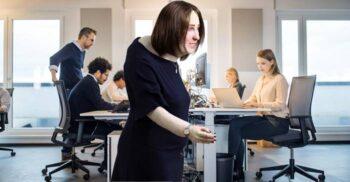 """""""Cocoșat, obez, cu ochii roșii"""": Viitorul apropiat al angajatului la birou"""