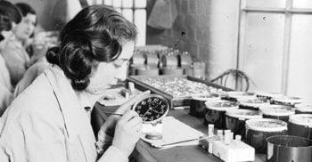 Fetele radiului - Soarta tragică a tinerelor ucise de vopseaua radioactivă