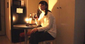 O femeie singură a creat un bec ce se aprinde ori de câte ori se destramă un cuplu