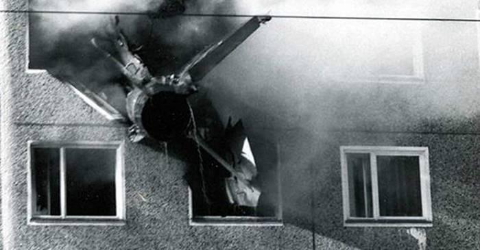 """Tragedia din Cottbus MiG-ul care s-a """"înfipt"""" într-un bloc de apartamente featured_compressed"""