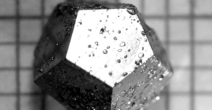 """Un meteorit misterios din Siberia conține un cristalcare """"n-ar trebui să existe"""" în natură featured_compressed"""