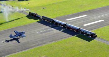 Pista Aeroportului Gisborne este tăiată de-a curmezișul de calea ferată