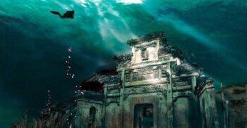 """""""Atlantida Chinei"""": Minunatele orașe străvechi de pe fundul Lacului cu 1.000 de Insule"""