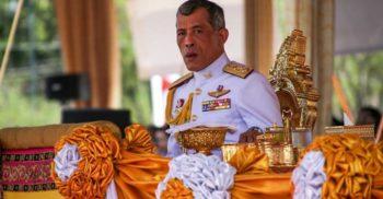 """Regele Thailandei s-a izolat într-un hotel de lux cu un """"harem"""" de 20 de femei"""