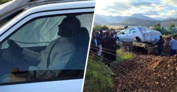Un politician a fost îngropat la volanul mașinii sale, cu centura pusă