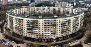 """Covrigii"" de beton: blocurile circulare din Moscova"