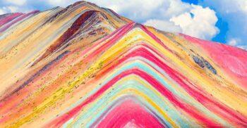Vinicunca, muntele cu șapte culori care atrage mii de oameni în Peru
