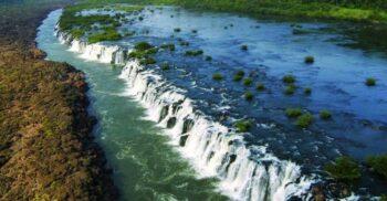 Mocona, cascada de 3 kilometri care curge de-a lungul unui râu