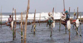 Pescuitul de pe stâlp, tradiția neobișnuită devenită spectacol pentru turiști