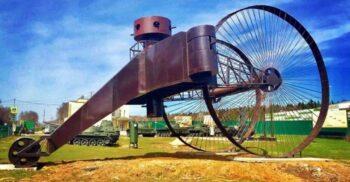 Tancul Țar, vehiculul blindat cu roți de 9 metri care arăta ca o căruță