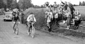 """""""Bunicul de oțel"""", ciclistul de 66 de ani care a pedalat 1.764 de kilometri"""