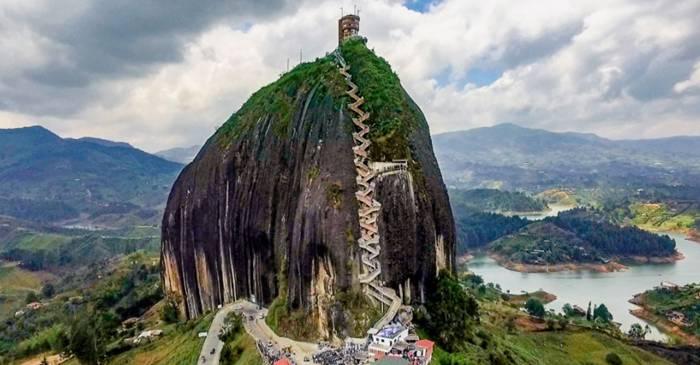 5 cei mai impresionanți monoliți naturali de pe Terra