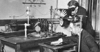 """""""Mi-am văzut propria moarte"""": Wilhelm Röntgen și descoperirea razelor X"""
