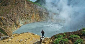 """Lacul care fierbe, """"supa"""" uriașă ascunsă din jungla din Dominica"""