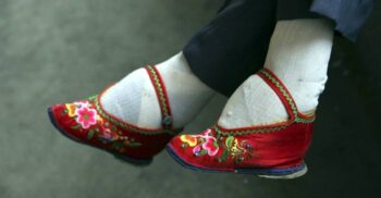 Legarea picioarelor: Un ritual chinezesc de o cruzime greu de imaginat