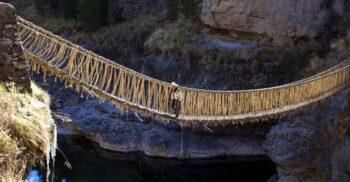 """""""Lucrarea diavolului"""": Q'eswachaka, ultimul pod de iarbă incaș"""
