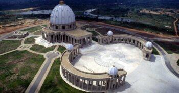 Bazilica Notre-Dame de la Paix, cea mai mare biserică creștină din lume, este mai mereu goală