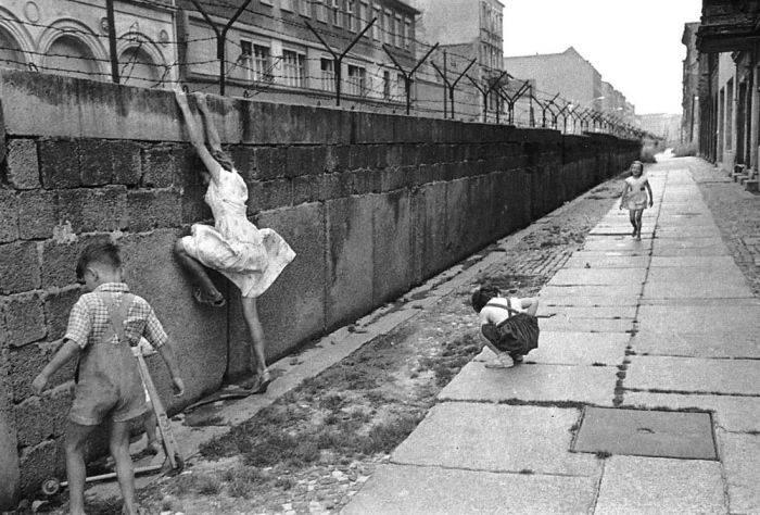 Curiozitari despre Zidul Berlinului - Evadari