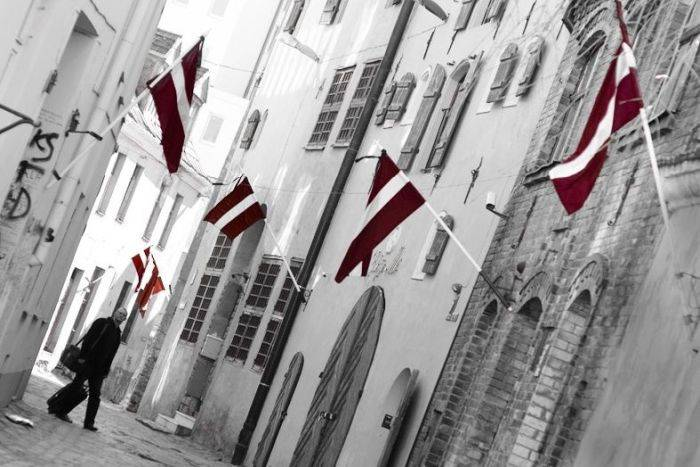 Curiozitati despre Letonia - Drapel