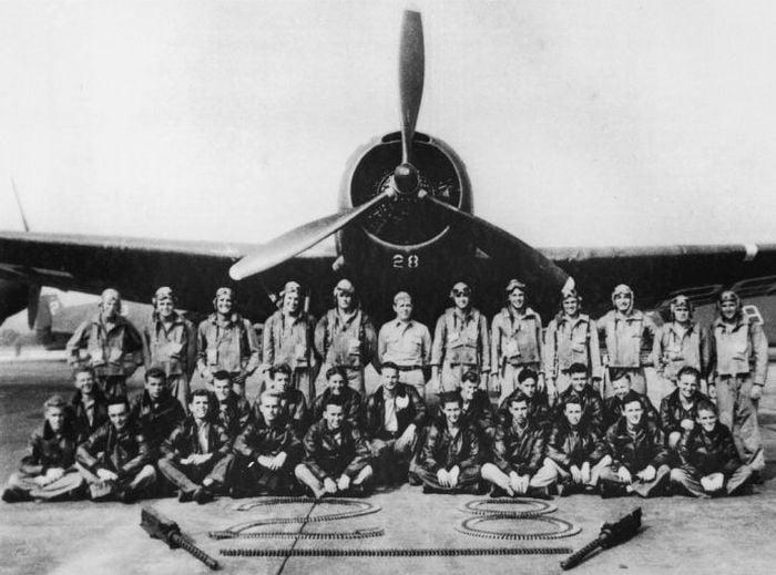 Echipa completa de piloti TBM Avengers