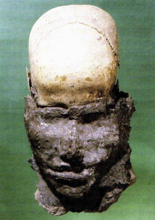 Head with clay modelled face unearthed in Novye Mochagy burial ground