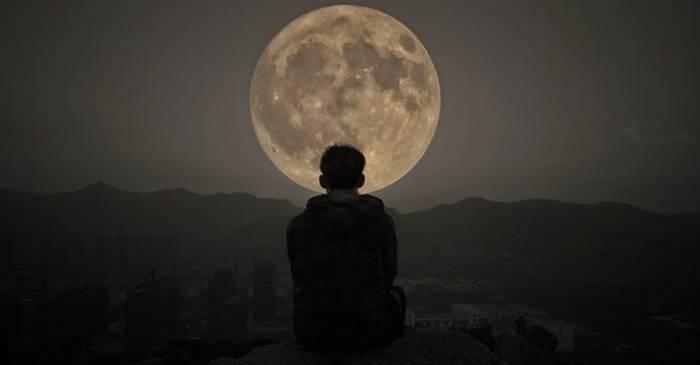 Cum ne influențează Luna somnul și de ce dormim mai puțin când este Lună plină