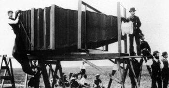 Camera mamut, aparatul foto de 650 de kilograme care trebuia manevrat de 15 oameni