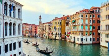 """De ce nu se scufundă Veneția? """"Pădurea"""" de stâlpi de lemn care susține orașul"""