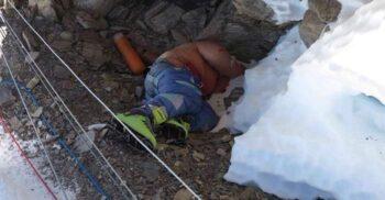 """""""Clăpari Verzi"""", cadavrul după care se orientează alpiniștii pe Everest"""