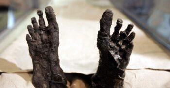 De ce a ars mumia lui Tutankhamon? Îmbălsămarea neobișnuită a regelui copil