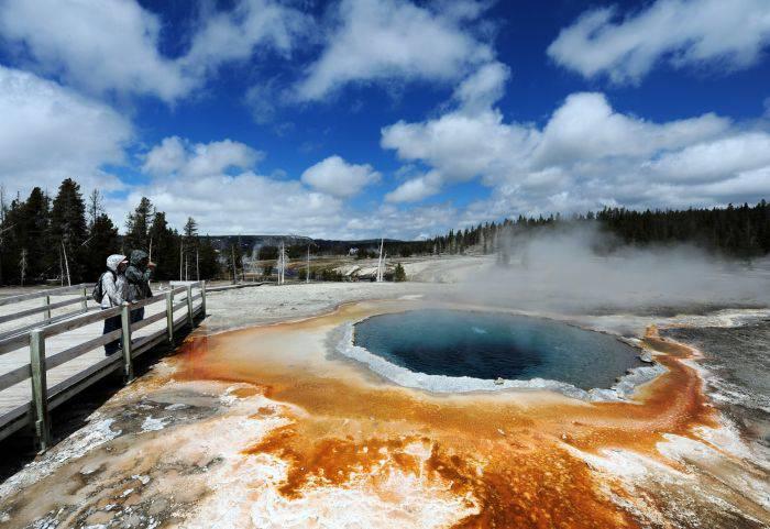 Izvoarele termale din Yellowstone