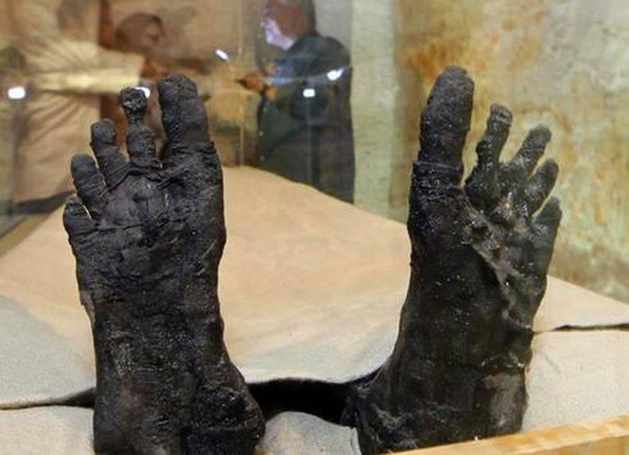 Picioarele lui Tutankhamon