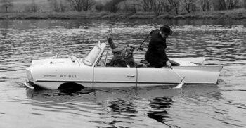Amphicar, prima mașină amfibie produsă în serie din istorie