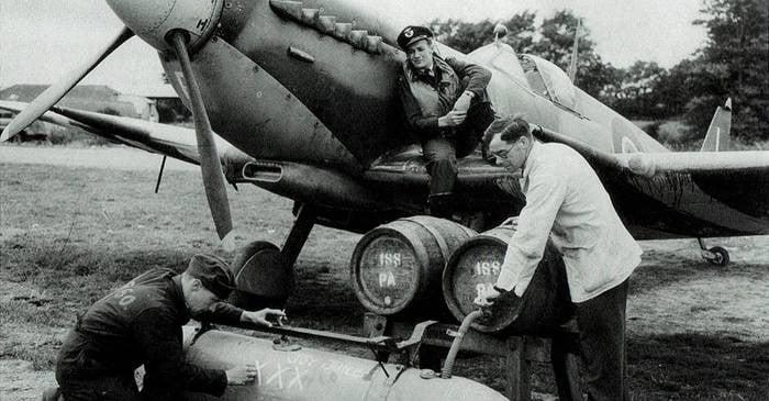 """Barurile zburătoare și """"bombele cu bere"""" din Al Doilea Război Mondial FEATURED_compressed"""