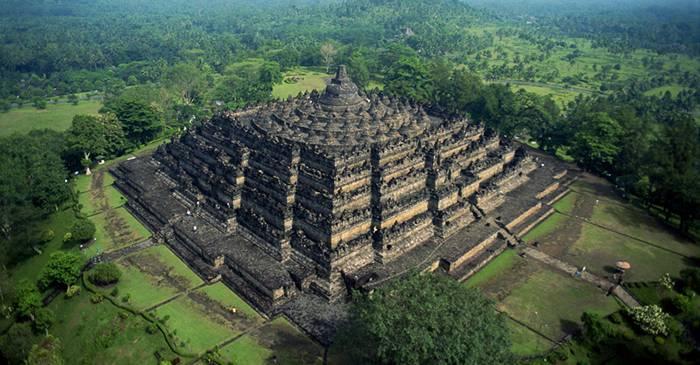 Borobudur, cel mai mare templu budist de pe planetă featured_compressed