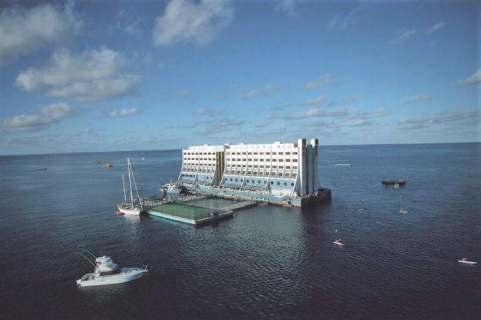 Hotelul plutitor 02