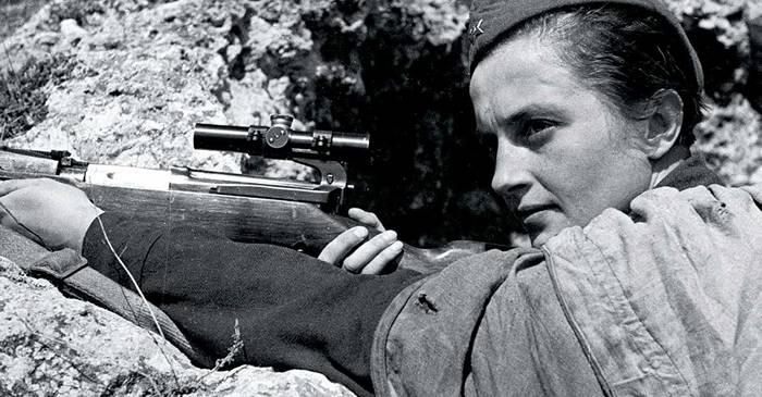 """Ludmila Pavlicenko, lunetista sovietică supranumită """"Doamna Moarte"""""""