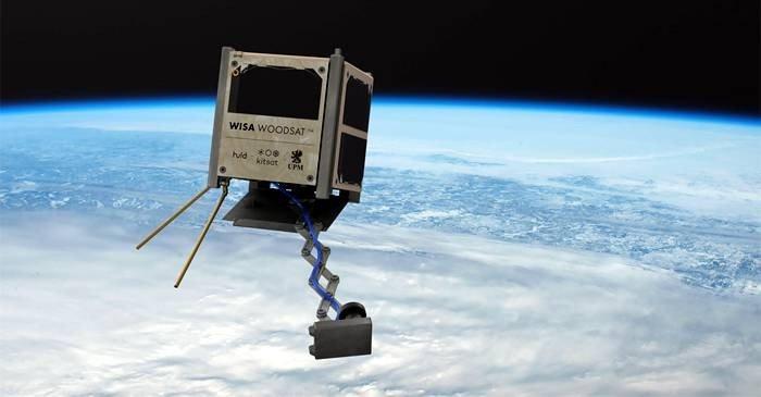 Primul satelit din lemn