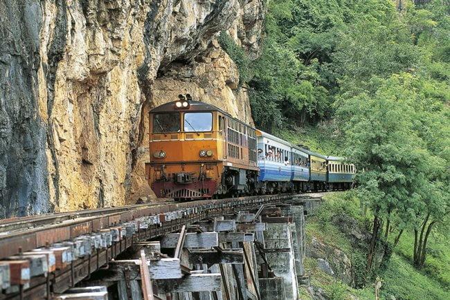 cele mai periculoase căi ferate din lume - Calea ferata a mortii