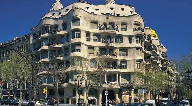 Cele mai ciudate clădiri din lume - Casa Mila