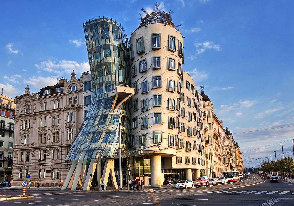 Cele mai ciudate clădiri din lume - Casa dansatoare