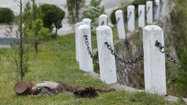 Coreea de Nord - Soldat dormind