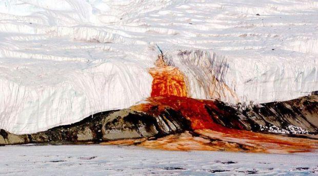 Fenomene stranii - Cascada rosie