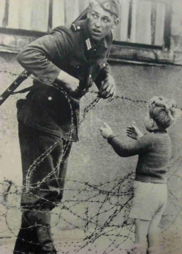 Imagini rare - zidul Berlinului