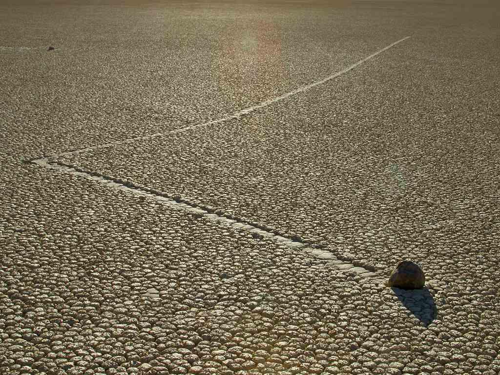 Valea Mortii - pietre miscatoare linie